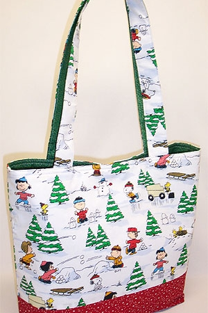 Peanuts Print Holiday Tote Bag