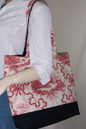 Swan Print Tote Bag